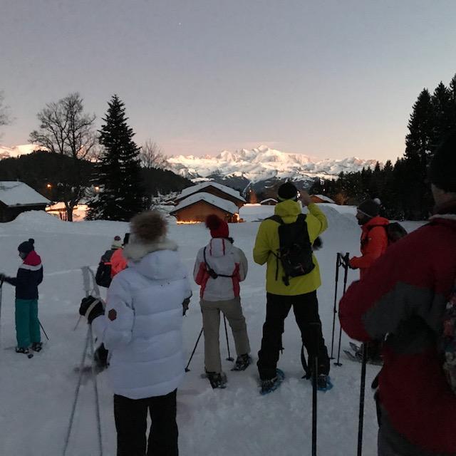 raquettes face au mont blanc